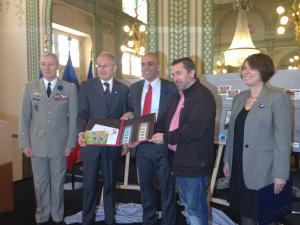 De g. à dr. : Hervé Charpentier, Gouverneur militaire de Paris, Philippe Wahl, Kader Arif, Jean-Yves Le Naour et Rose-Marie Antoine.